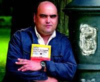 Pablo Tusset vuelve con la novela 'En el nombre del cerdo'