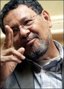 Elmer Mendoza y la costumbre de la violencia