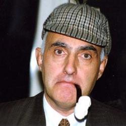 Joan Proubasta, el mayor coleccionista español de Sherlock Holmes
